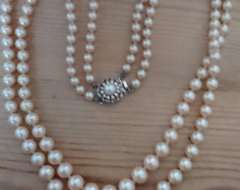 Boxed vintage two strand pearl necklace