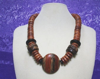 Chunky Wood Bead Necklace With Earth Tone Colors / Vintage Mixed Wood Bead Necklace / 1980's Necklace