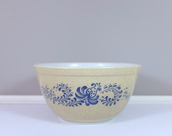 Pyrex by Corning mixing bowl, #402 Homestead collection , 1 1/2 qt - Vintage Pyrex homestead medium mixing bowl - Retro Pyrex by Corning