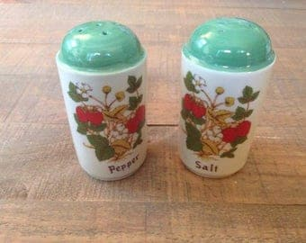 Strawberry Salt and Pepper Shakers, Strawberries, Salt and Pepper Shakers, Fruit Kitchen, Vintage Strawberries
