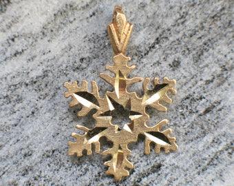 14K Yellow Gold Vintage Snowflake Charm