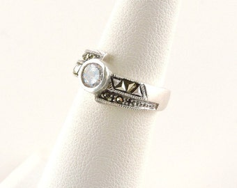 Size 5 Sterling Silver Textured And Rhinestone Ring