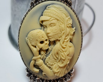 Gothic Zombie Aura Lady With Human Skull Cameo