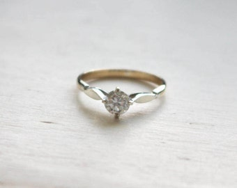 5.06mm 0.50ct moissanite in Yellow Gold Solitaire with White Gold Shoulders and Compass-Set Claws
