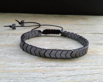 Hematite arrows bracelet with macrame for adjustable fit