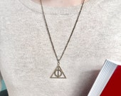 Deathly Hallows Necklace    Harry Potter Jewelry, Potter Jewellery, Geek Gifts, Unusual Gifts, Hogwarts, Gifts for Her, Gifts for Him