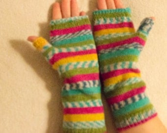 Knitted fingerless gloves (wrist warmers)