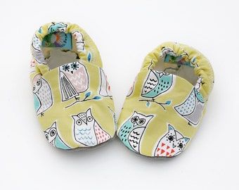 Owl Baby Shoes on Kiwi Green. Organic Baby Soft Sole Shoe.  Waldorf Organic Slipper in teal, red, gray and green.  Owl Crib Shoe.
