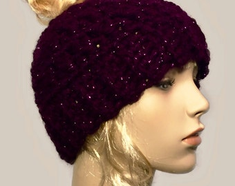 Messy bun beanie // bun beanie hat // ponytail beanie hat // winter beanie hat // messy bun hat