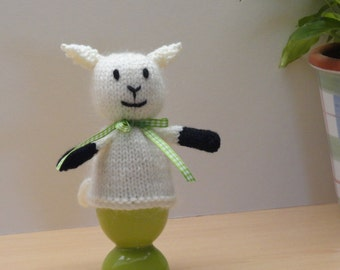 Knitted lamb egg cosy - Spring baby egg cosy - Boiled egg cosy - Easter egg cover - Decorative lamb egg cosy