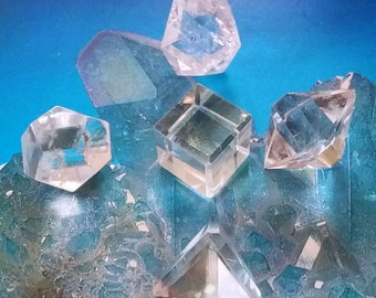 5 Piece CRYSTAL QUARTZ Platonic Solids Crystal SET, Sacred Geometry, Reiki Set With Velvet Pouch