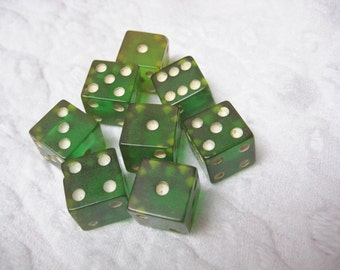 8 green Bakelite vintage dice ALWAYS FREE SHIPPING