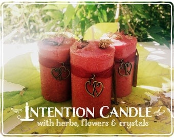Love Candle *Aphrodite's Wish* with herbs, flowers and crystals - Ylang Ylang, Rose, Lavender, Apple & Rose Quartz