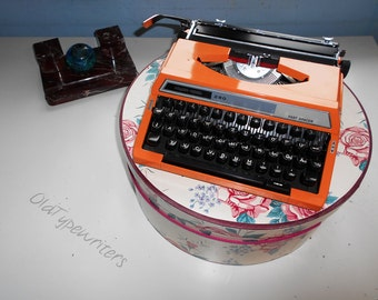 Working typewriter - orange Silver-Reed 280 Fast Spacer typewriter.  Super Japan quality. Old typewriter made in 1970s.