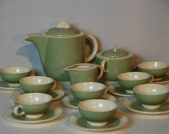 19  piece French vintage retro coffee service: Coffee pot, 8 cups and saucers, sugar and milk pot. Villeroy et Boch Mittlach, Capri.