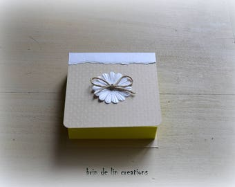 Block notes, sticky notes, country string white flower