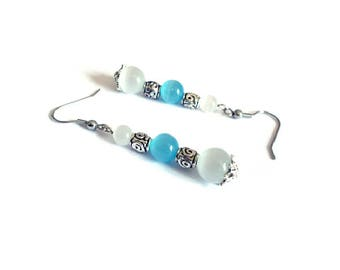 Vintage blue and white cat's eye beads earrings