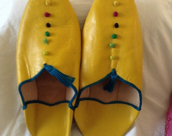 Moroccan handmade slippers with a tassel