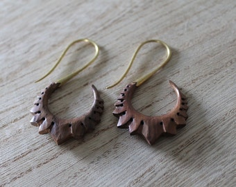 Pair of earrings sculpted wooden