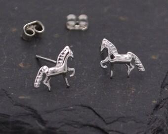 Little Horse Stud Earrings in Sterling Silver  z32