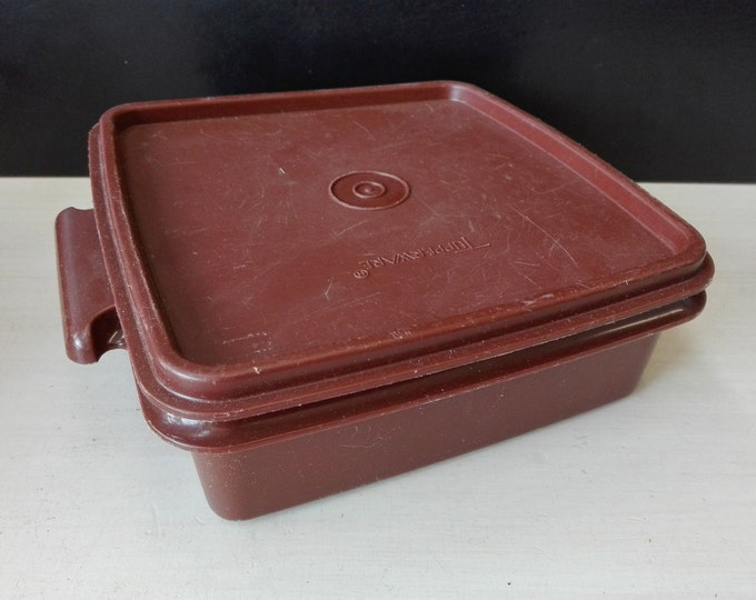 Vintage tupperware storage container 1362-16 Brown