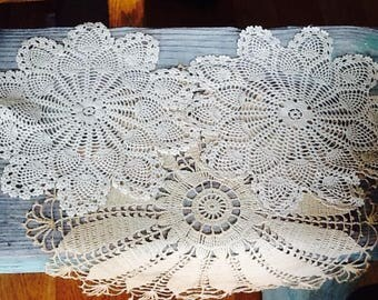 Vintage doilies, set of 3, white