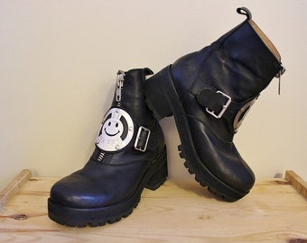 Women's Vintage 90's Black Leather Don't Worry Be Happy  Ankle Boots