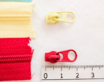 2 Extra Zipper Pulls for Size 3 Chain/Continuous/By-The-Metre Nylon Coil Zipper in 10 Colours. Short, non-lock