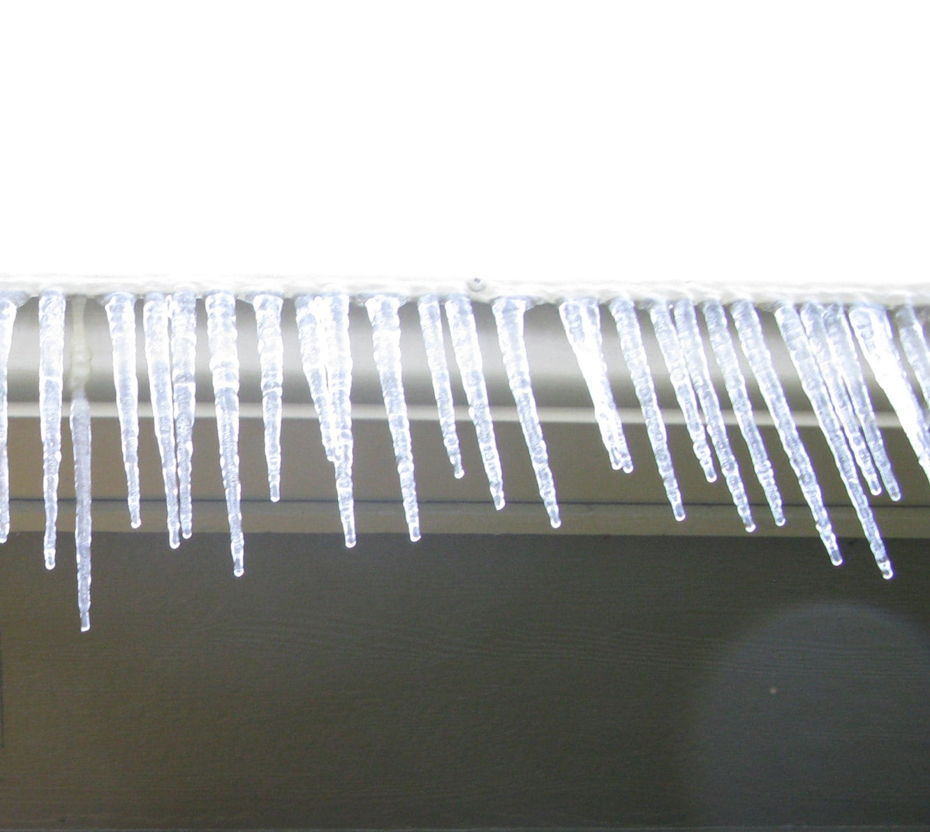 More icicles (o.k., same as the main pic)
