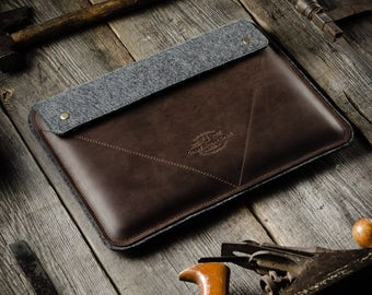 Leather MacBook Air / Pro Case, hard sleeve. Crazy Horse Leather, wool felt, brown.