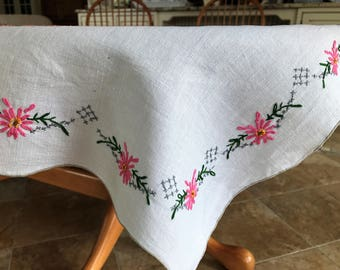 Embroidered Tablecloth - Vintage Table Linen - Daisy Wreath - Pink, Green, & Gray - Needlework - Scalloped Edge - Hand Stitched - Classic