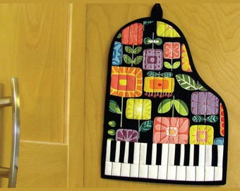 """GRAND PIANO Quilted Hot Pad Pattern 