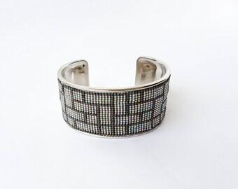 Cuff stiff weaving beads miyuki in shades of grey