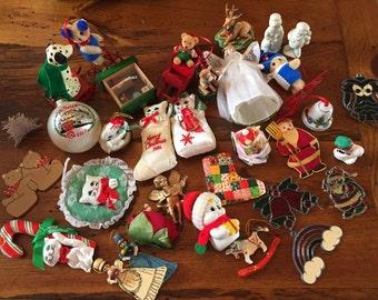 Lot of Mixed Christmas Ornaments--SHIPS FREE!!