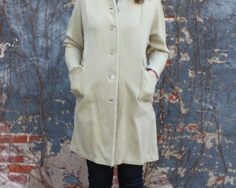 Vintage Light Green Button-Up Winter Coat with Pockets
