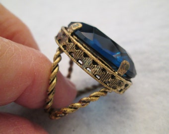 Huge Czechloslovakian Blue Glass Ring>>Vintage 1950, in good condition>>adjustable> Bold & Beautiful