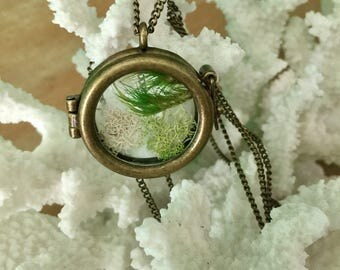 Antique gold pressed moss glass locket chain necklace