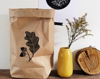 Handprinted paperbag, linoprint, ecologisch, uitsnede, gutsen, papieren zak, opbergen