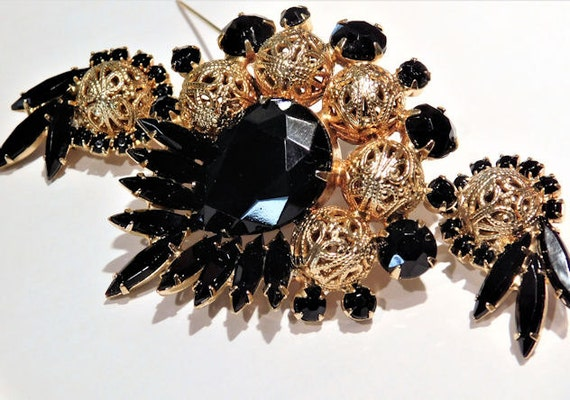 Mid Century 1960s Juliana Brooch Earrings DeLizza Elster Verified D & E Rhinestone Set Demi Parure Black Glass Brass Filigree Bead Jewelry