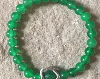 Emerald gemstone & heart bracelet