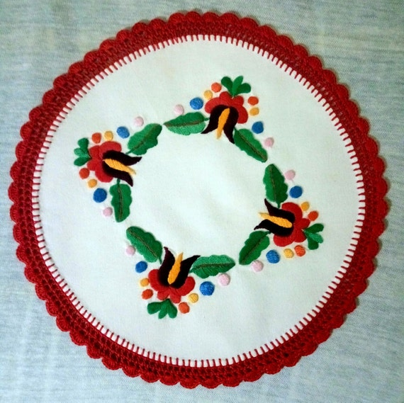 Hand embroidered Hungarian, Matyo doily with hand crocheted borders (MKDOI-TR-309)