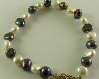 Freshwater Black & White 7.4mm - 8.5mm Pearl Bracelet 14K Yellow Gold Fish Lock