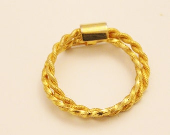 Large Braided/Twisted Circle Brooch in Gold Tone