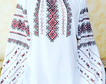 Blouse cross-stichted Ukrainian Hand-made Embroidery linen.