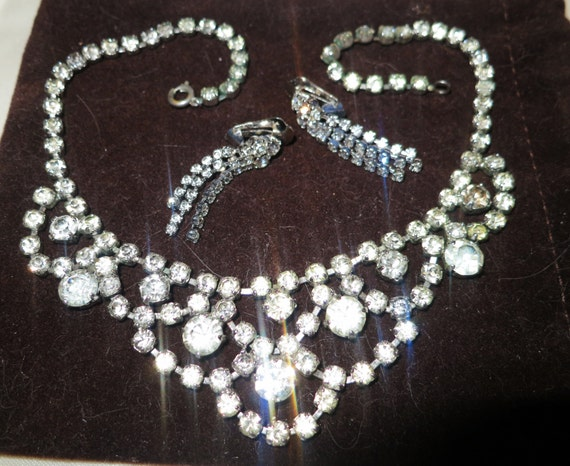 Vintage silvertone rhinestone necklace and clip on earrings set
