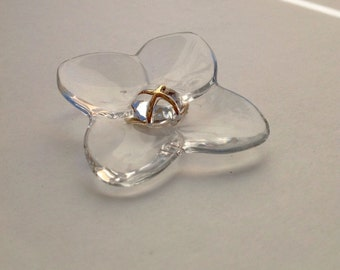 Stunning Vintage Baccarat 4 petals Flower Clear Glass 18k 750 yellow gold  Pin Brooch