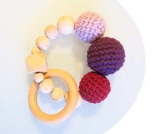 Gripping ring / teether from wooden beads