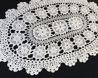 Crocheted Doily. Vintage Oval Crochet Lace Doily. Oval Crocheted Antique Linen White Cotton Lace Doily. Oval Crochet Lace Doily. RBT1747