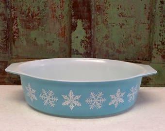 BLUE SNOWFLAKE CASSEROLE • Pyrex Blue Snowflake • Pyrex Casserole • The Whiskered Kitten • Turquoise Pyrex • 60s Pyrex • Vintage Pyrex Glass