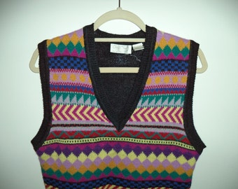 Sale Cheryl Tiegs 80's sweater vest// Soft knit geometric striped kitsch hipster v neck pullover//Women's size small and medium
